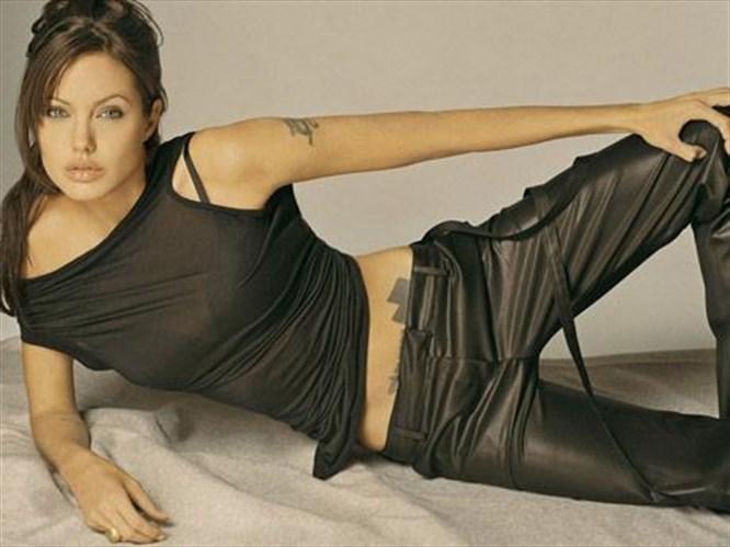 Annesi, Angelina rahat sevişsin diye neler yapmış!